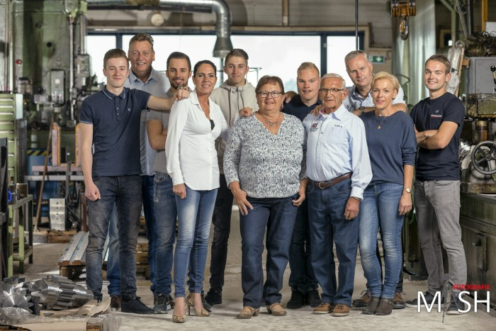 Coole familieshoot in een machinefabriek